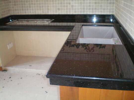 TopTable meja dapur berbahan granit Black Gold
